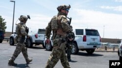 Jami'an tsaro suna sintiri a wurin da aka kai hari a El Paso, jihar Texas, 3 ga watan Agusta, 2019.