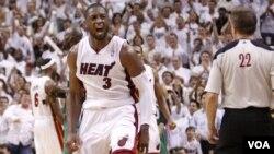 Dwyane Wade beraksi dalam semifinal playoff NBA Wilayah Timur bulan Mei lalu.