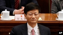 """2012年3月14日中国公安部长孟建柱参加人大会议闭幕式。据报道他称令完成犯了1949年以来""""杀伤力最大的叛国罪"""""""