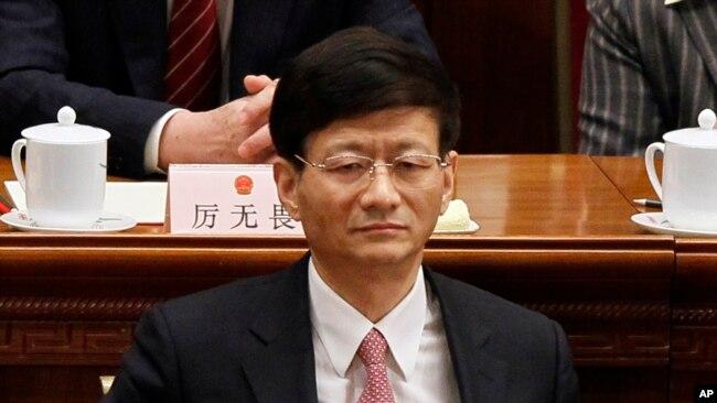 """2012年3月14日中國公安部長孟建柱參加人大會議閉幕式。 據報導他稱令完成犯了1949年以來""""殺傷力最大的叛國罪"""""""