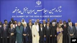 Tahran'da düzenlenen Bağlantısız Ülkeler zirvesine katılan liderler