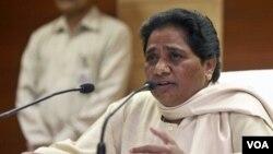 Kumari Mayawati, pemimpin negara bagian Uttar Pradesh, India, mengecam pemimpin WikiLeaks atas pembocoran kawat diplomatik (6/9).