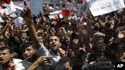 ພວກປະທ້ວງຕໍ່ຕ້ານລັດຖະບານ ຮຽກຮ້ອງໃຫ້ປະທານາທິບໍດີ Ali Abdullah Saleh ລາອອກ ຢູ່ນອກມະຫາວິທະຍາໄລ Sanaa, ວັນທີ 1 ມີນາ 2011.