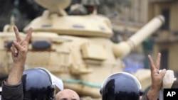 埃及游行继续 穆巴拉克会晤幕僚
