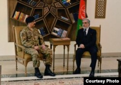 Pakistan's military leader, General Raheel Sharif, meets with Afghan Chief Executive Abdullah Abdullah, in Kabul, Dec. 27, 2015. (Courtesy: Pakistan army)