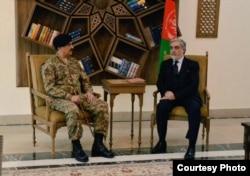 Pakistan's military leader, General Raheel Sharif, meets with Afghan Chief Executive Abdullah Abdullah, in Kabul, Dec. 27, 2015. (Courtesy: Pakistan army)