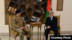 Pokiston armiyasi rahbari general Rahil Sharif Kobulda Afg'oniston Bosh vaziri Abdulla Abdulla bilan uchrashmoqda, 27-dekabr, 2015-yil