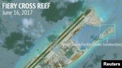 Các công trình xây dựng của Trung Quốc trên Đá Chữ Thập thuộc quần đảo Trường Sa trong Biển Đông, Ảnh chụp từ vệ tinh ngày 16//6/2017, do AMTI/CSIS công bố.
