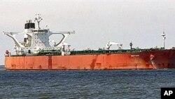Resgatado navio desviado por piratas somalis