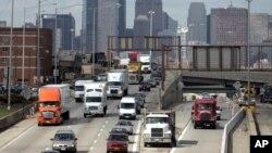 Con lo que EE.UU. tendría que pagar en intereses se podría construir 80.000 millas de carreteras, según el estudio.