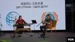 中俄关系在外表友好,但台面下仍然彼此猜疑。2015年莫斯科举行的一场两国商界友好互动活动。