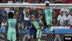 Christiano Ronaldo yinjije igitsindo n'umutwe