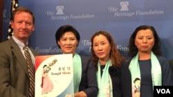 """2016年11月1日,三名朝鲜""""脱北""""女性在位于华盛顿的智库""""传统基金会""""讲述她们逃难韩国而被迫与中国的子女分离的故事。"""