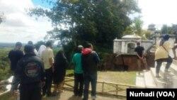 Sisi atas tanah longsor di Bantul merupakan tepi kawasan makam Raja-Raja Mataram. (Foto:VOA/Nurhadi)