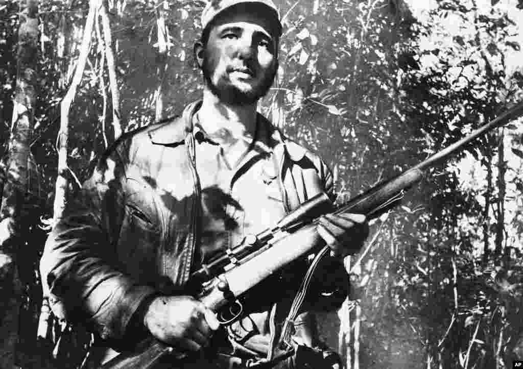 Fidel como combatiente en la Sierra Madre de Cuba, el inicio de la revolución.