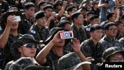 韩国军人2018年9月11日参加一个活动(路透社)