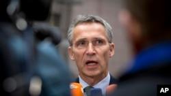18일 벨기에 브뤼셀에서 열린 기자회견에서 젠스 슈톨텐베르그 나토 사무총장이 발언하고 있다.