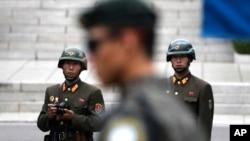 Sjevernokorejski vojnici na granici sa Južnom Korejom