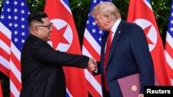 Президент США Дональд Трамп и северокорейский лидер Ким Чен Ын. Сингапур. 12 июня 2018 г.
