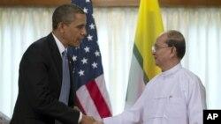 Tổng thống Hoa Kỳ Barack Obama và Tổng thống Miến Ðiện Thein Sein tại Rangoon, ngày 19/11/2012.