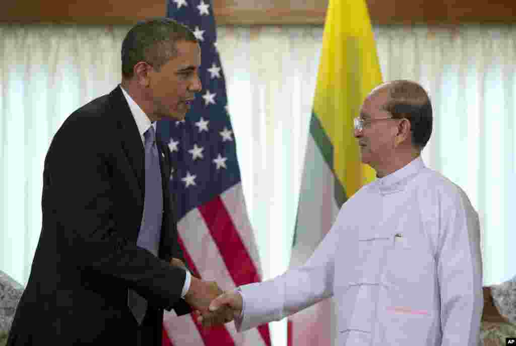 US President Barack Obama, left, shakes hands with Burma's President Thein Sein in Rangoon, Burma, Nov 19, 2012.