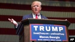 El aspirante presidencial republicano Donald Trump hablaó durante un acto de campaña en Macon, Georgia, el lunes, 30 de noviembre de 2015.
