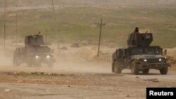 Fuerzas iraquíes avanzan en su combate a ISIS en el oeste de Mosul, Irak, el lunes, 13 de marzo, de 2017.
