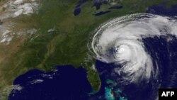 Ảnh chụp từ vệ tinh của NASA sáng sớm thứ Bảy: Bão Irene đang ập vào miền Ðông Hoa Kỳ