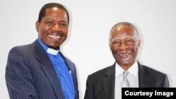 Reverend Kenneth Mtata vane vaimbove mutungamiri weSouth Africa, VaThabo Mbeki