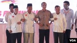 Kedua calon pasangan Presiden dan Wakil Presiden berkomitmen untuk mewujudkan pemilu damai pada deklarasi di Jakarta, Selasa 3/6 (foto: VOA/Fathiyah).