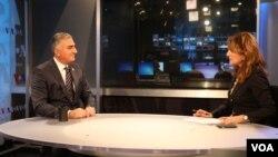 شاهزاده رضا پهلوی به سوالات ستاره درخشش رئیس بخش فارسی صدای آمریکا پاسخ می دهد.