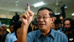 Chính phủ của ông Hun Sen bị tố cáo giả nghèo để né tránh việc mang lại công lý cho hàng triệu nạn nhân Khmer Đỏ.