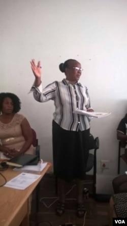 UNkosikazi Khupe okuwofisi yeZimbabwe Electoral Commission koBulawayo.