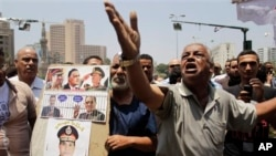 7월 6일 이집트 타흐리르 광장에서 시위를 벌이는 반 무르시 시위대