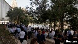 Miles de personas fueron evacuadas de sus oficinas en Dubai, luego del terremoto de magnitud 7.8 en la escala de Ritcher..