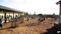 Recreio, Escola Primária 19 de Outubro, Bairro Magoanine, Maputo, Moçambique