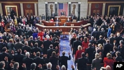 House members take their oath of office during the first session of the 112th Congress on Capitol Hill 05 Jan 2011