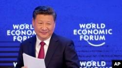 El anuncio lo hizo el presidente chino cuando cerca de 6.000 personas marchan a favor de la democracia.