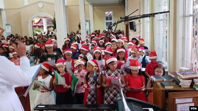 Perayaan Natal khusus Anak-anak di Gereja Kristus Raja (GKR) Serang, Minggu 23/12 (VOA/Bhagaskoro).