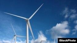 La energía eólica es barata y sostenible, y el número de aerogeneradores instalados está aumentando en todo el mundo.