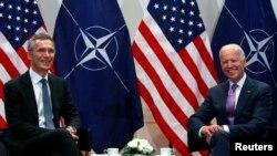 На фото: Джо Байден із генсеком НАТО Столтенбергом у 2015-му році