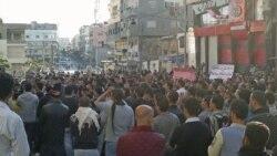 معترضان در حال گرد هم آمدن در شهر بانیاس- ۲۶ آوریل ۲۰۱۱