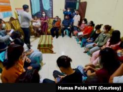 Polda NTT menitipkan 17 anak korban TPPO ke Kesusteran Katholik Maumere, Kabupaten Sikka, pertengahan Juni 2021. (Foto: Courtesy/Humas Polda NTT)