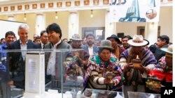 El presidente Evo Morales durante la presentacion del modelo del nuevo palacio de gobierno en La Paz.