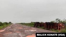 L'état des routes entre Kayes et Koulikoro au Mali. (VOA/ Malick Konaté)