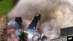 Lửa và khói có thể nhìn thấy được từ xa, và đoàn cấp cứu đang có mặt ở hiện trường, Virginia, 6/4/2012