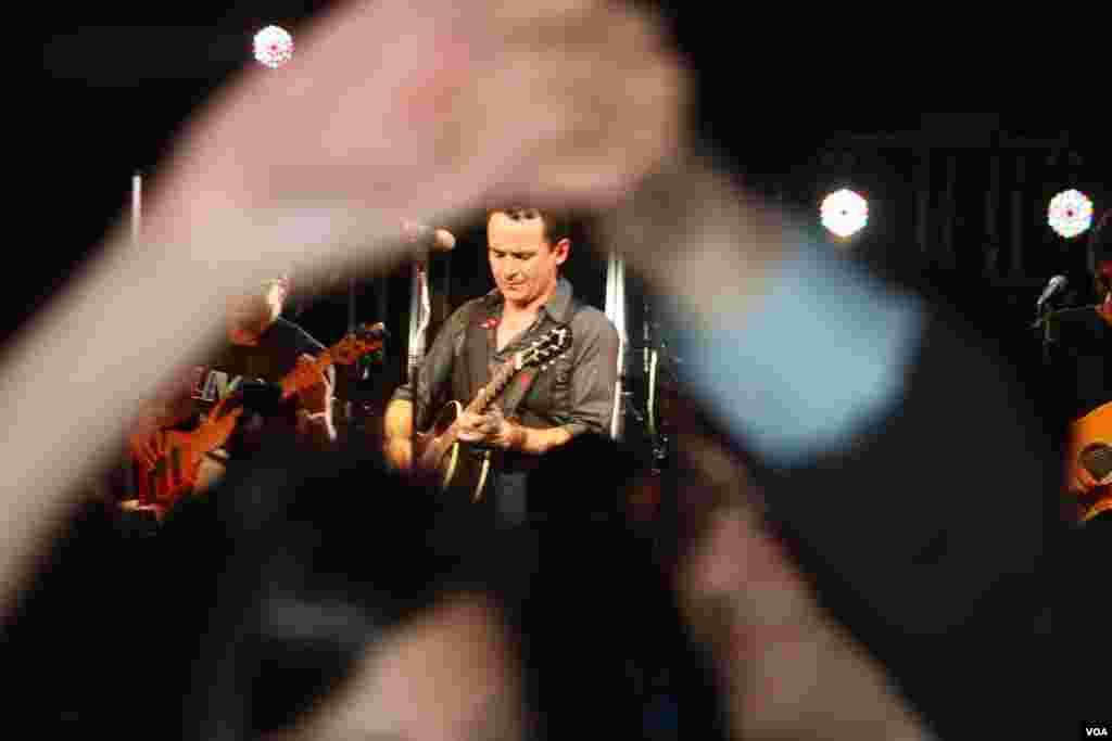 Fonseca puso a gozar a todo su público en Washington durante su actuación en el Teatro Howard.