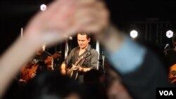 El cantante colombiano Fonseca realizó dos concierto seguidos en el teatro Howard, en Washington como parte de su gira por EE.UU.