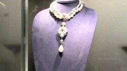 Elizabeth Taylor's Jewelry Draws Crowds - and Bids