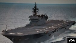 """预计将要启航南中国海参加巡逻的日本准航母""""出云号""""(歌蓝提供)"""